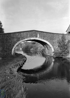 Leeds-Liverpool Canal, Kildwick Bridge